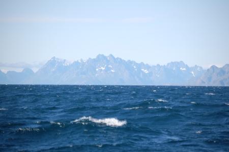 mot Lofoten, Lofotsväggen i horisonten